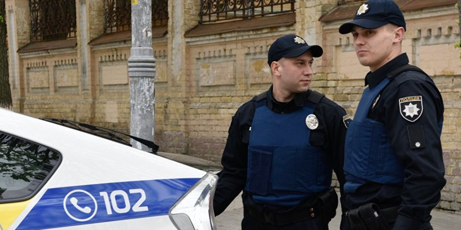 """""""مش هتنتخبوا عندنا"""".. شرطة أوكرانيا تمنع المواطنيين الروس من المشاركة في الانتخابات الرئاسية"""