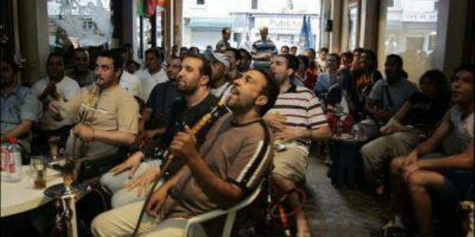 حملات مكثفة لإزالة الإشغالات وغلق مقهيين غير مرخصين بالإسكندرية