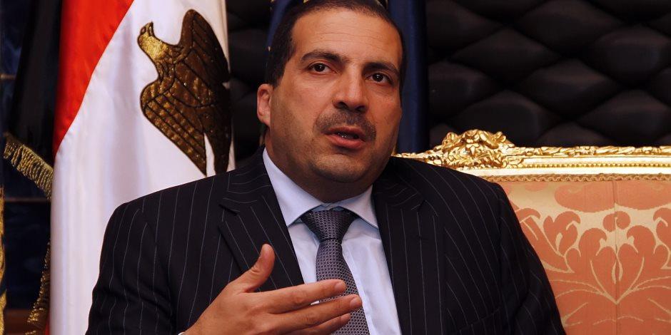"""مراجعات عمرو خالد.. """"الفراخ"""" تنقر تاريخ الداعية مجددًا"""