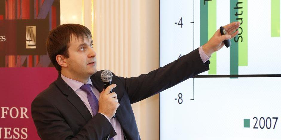 وزير روسي: موسكو تشهد زخمًا متسارعًا للنمو الاقتصادي وخفض معدل الفائدة