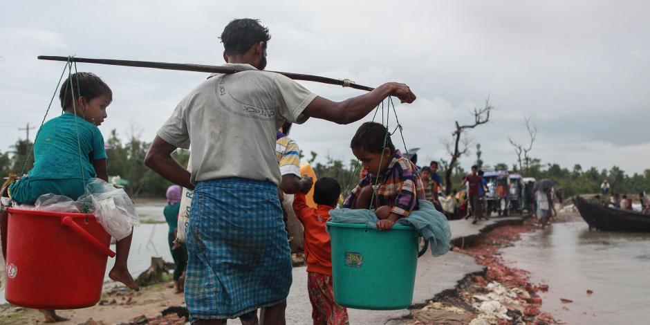 2000 لاجئ من الروهينجا يحتشدون على ساحل بورما سعيا للمغادرة إلى بنجلادش