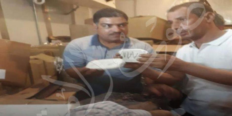 أول صور لإحباط محاولة تهريب نصف طن حشيش داخل طرود شيكولاتة بمطار القاهرة