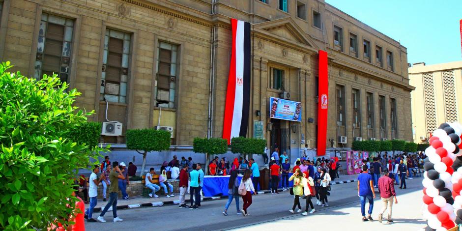 """على خطى النور.. طالبتان بانتخابات دار علوم القاهرة تستبدلان صورهما بـ""""علي مبارك"""""""