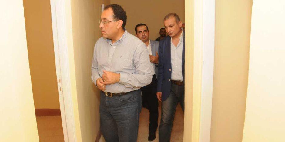 """وزير الإسكان: 16983 حاجزاً فى """"سكن مصر"""".. وسحب 86961 كراسة شروط"""