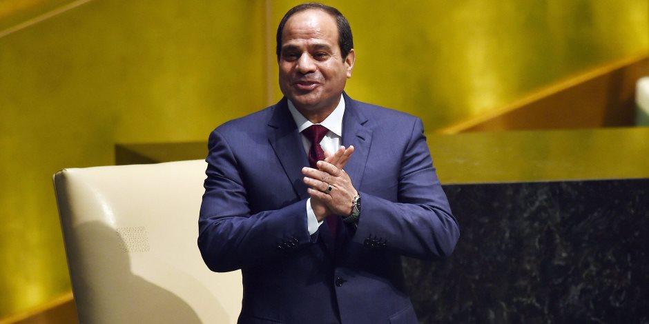استقبال حافل للسيسي في باريس.. الرافال ترافقه فوق الأجواء الفرنسية.. والمصريون والعرب ينتظرونه باللافتات