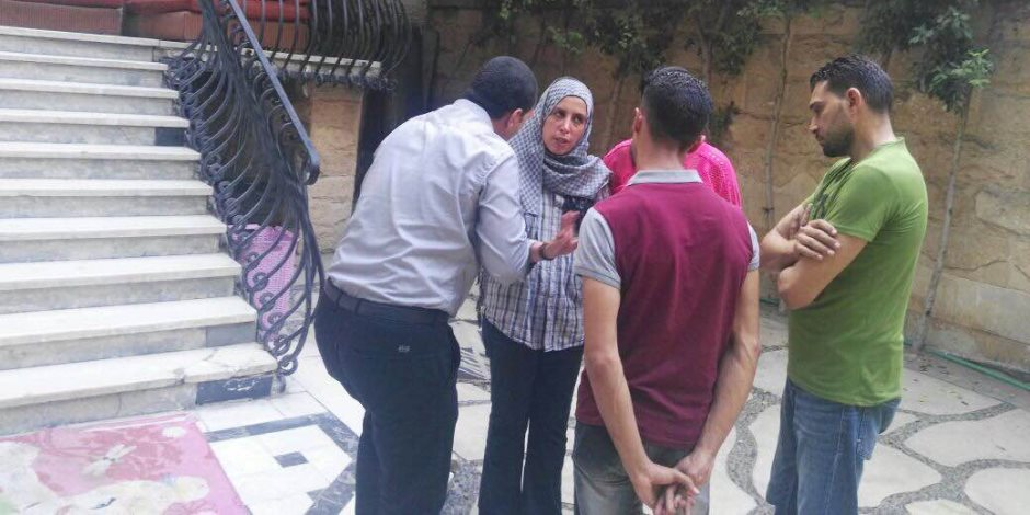 وزارة التضامن تعيد سيدة تعاني مرضا نفسيا لأسرتها «صور»