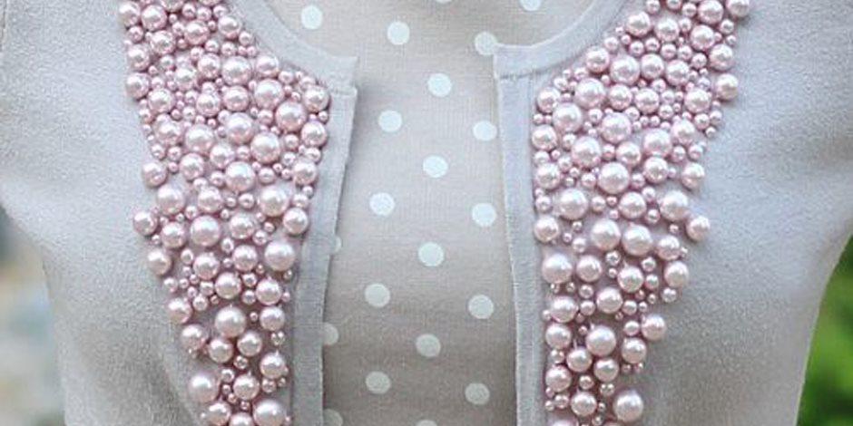 حبات اللؤلؤ الأبيض موضة كلاسيكية تجمل ملابس الشتاء
