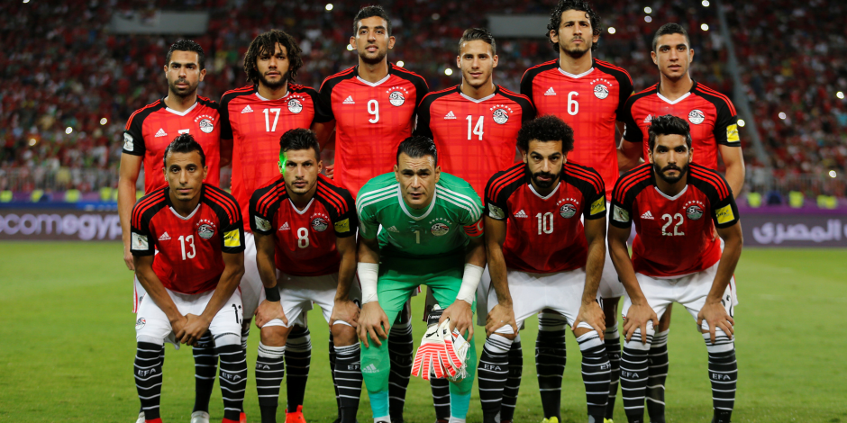 بعد الصعود لكأس العالم .. قائد الطائرة يحتفل بلاعبي المنتخب