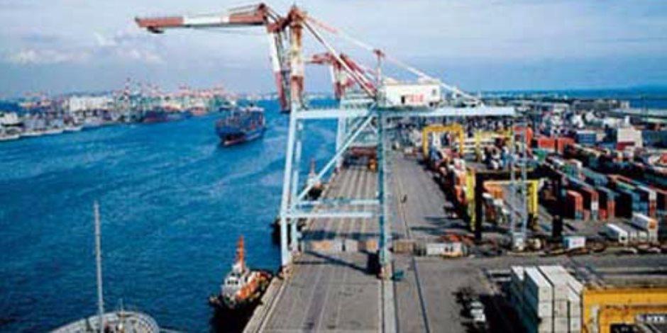 وصول وسفر 2217 راكبا و239 شاحنة إلى مينائي سفاجا والغردقة