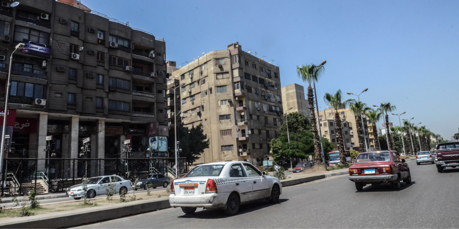 انتظام حركة السيارات وسيولة مرورية في شوارع القاهرة والجيزة