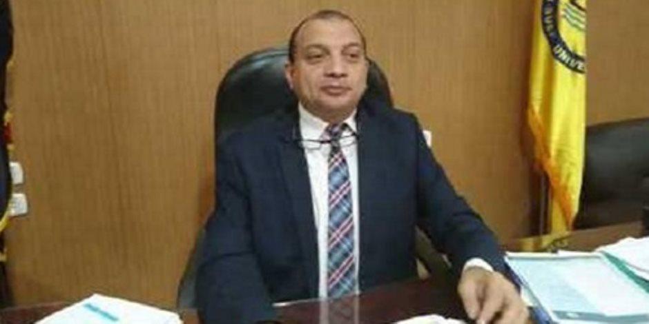 رئيس جامعة بني سويف يشدد على توافر وسائل التهوية والاطفاء بلجان الامتحانات