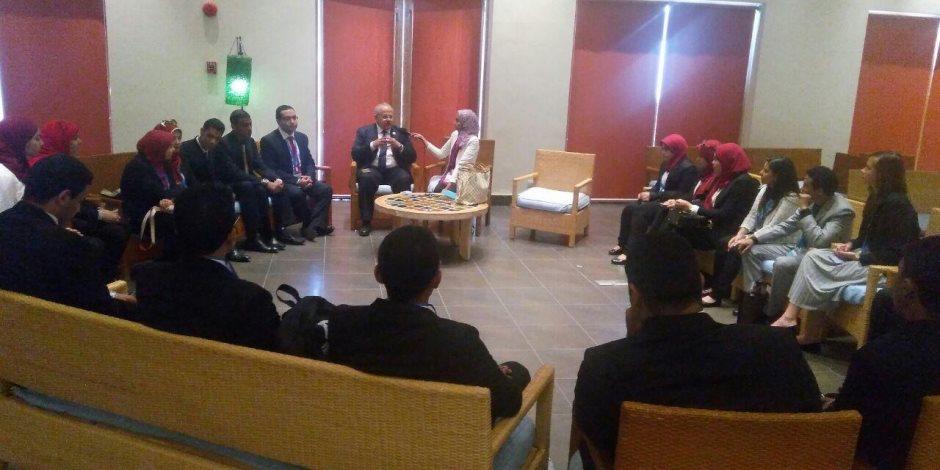 رئيس جامعة القاهرة يعقد جلسة حوار مع الطلاب المشاركين بمنتدي شباب العالم