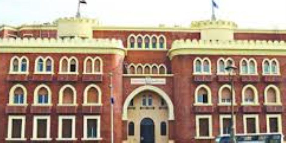 رئيس جامعة الإسكندرية يؤكد على ضرورة تحفيز الطلاب للمشاركة فى الانتخابات