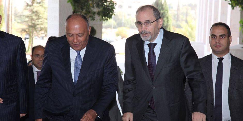 وزير الخارجية يجري مباحثات مع نظيره الأردني في مستهل جولته العربية