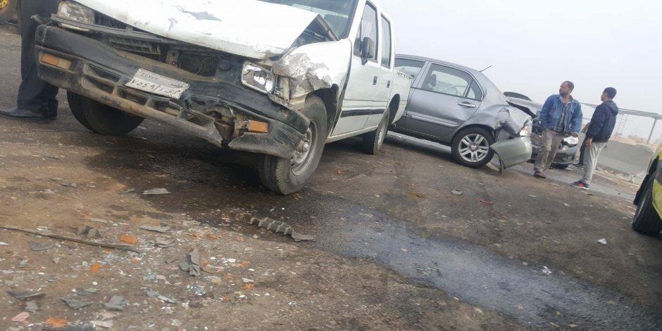 5 أوناش لرفع حطام تصادم 24 سيارة بطريق شبرا- بنها الجديد (صور)