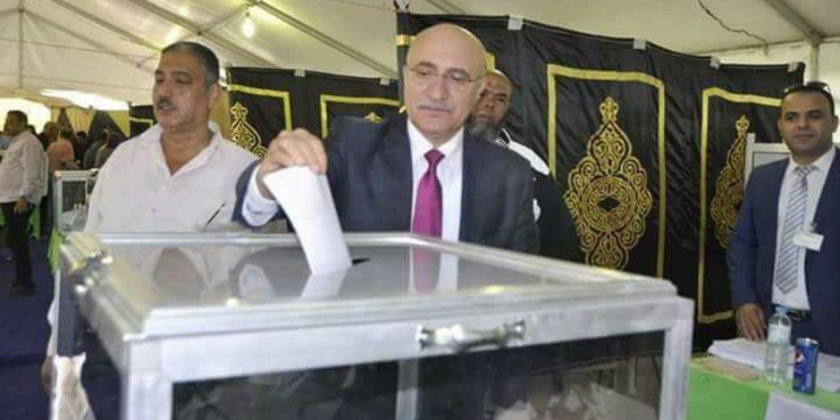نجل سيد متولي يدلي بصوته في انتخابات المصري (صور)