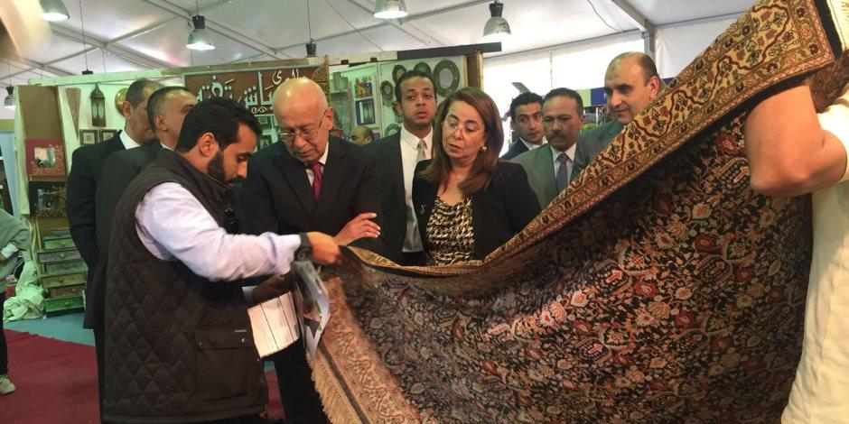 رئيس الوزراء ووزيرة التضامن يزوران جناح الغارمين بمعرض الأهرام للصناعات اليدوية (صور)