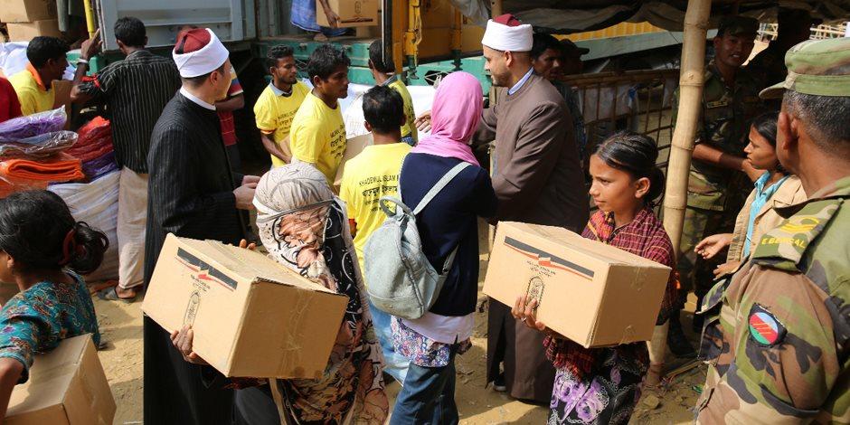 بدء توزيع المساعدات المقدمة من الأزهر للاجئي الروهينجا في بنجلاديش (صور)