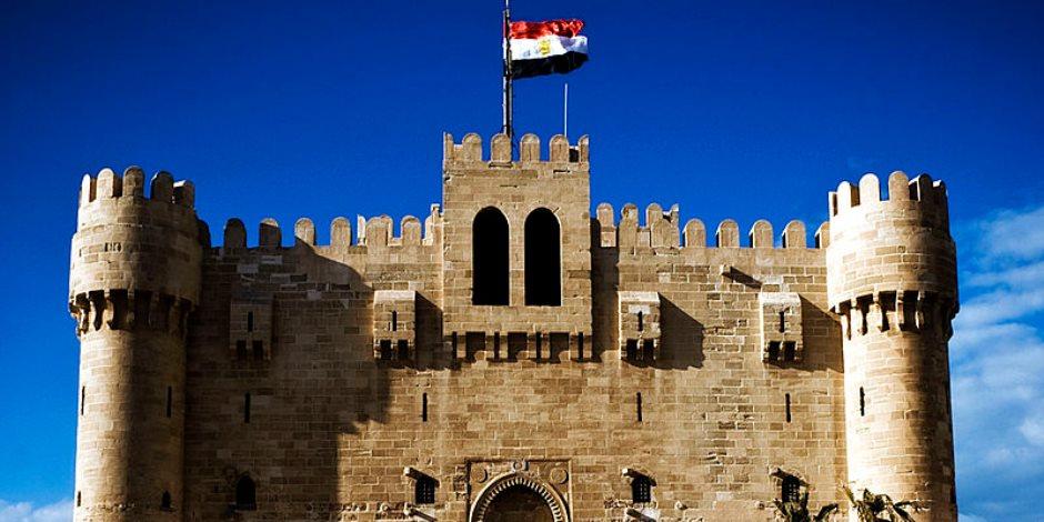 قلعة قايتباى.. قبلة الزائرين والسياح في فسحة الجمعة بالإسكندرية (صور)