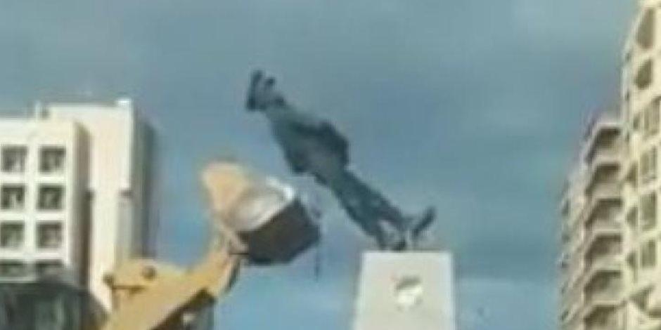 """محافظ بورسعيد يرد على واقعة نقل تمثال """"عبدالمنعم رياض"""":"""" أشهر النحاتين ينفذون آخر للقائد العظيم"""""""