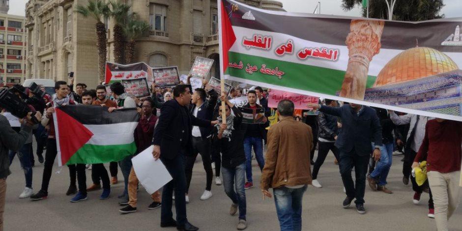 """طلاب جامعة عين شمس ينظمون وقفة احتجاجا على """"تهويد القدس"""" (صور)"""