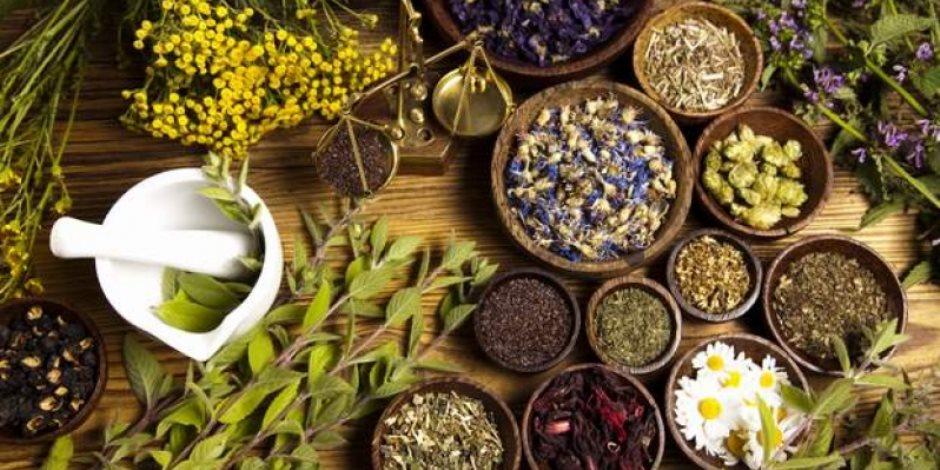 """""""العلاج للخلف در"""".. الأعشاب تحل محل الأدوية"""