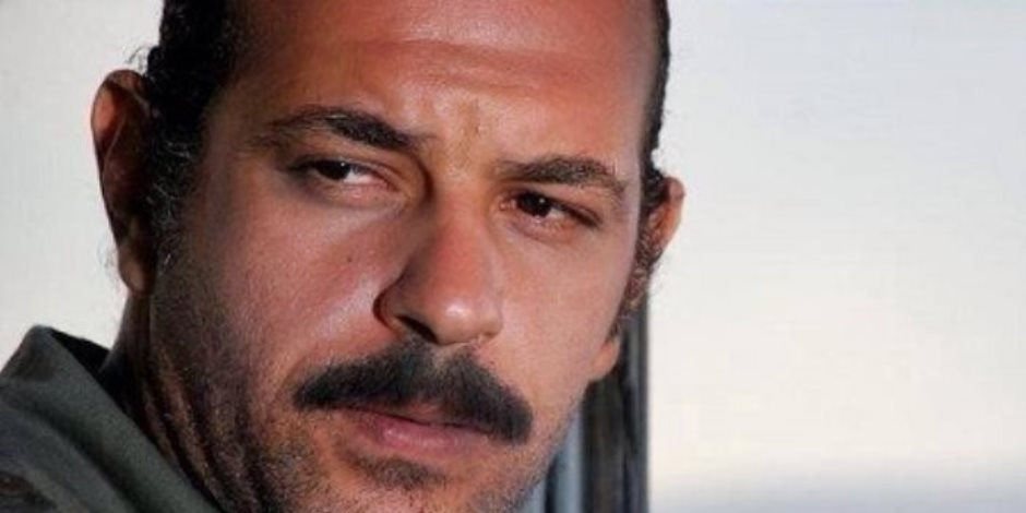 """محمود غريب يتعاقد على مسلسل """"سك على اخواتك""""مع علي ربيع"""