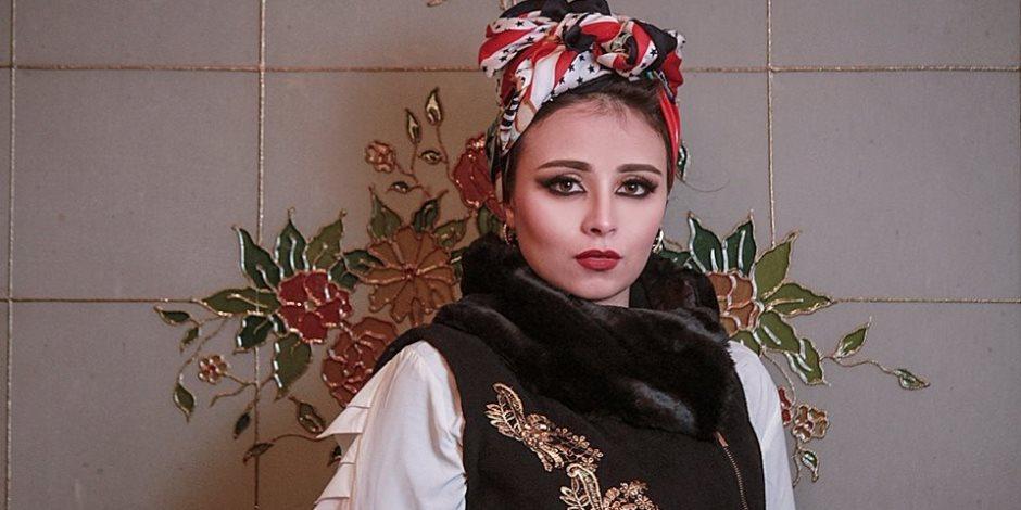 الموضة ترجع للخلف.. مصممة الأزياء ياسمين الخطيب تقدم موديلات من الخمسينيات لشتاء 2018