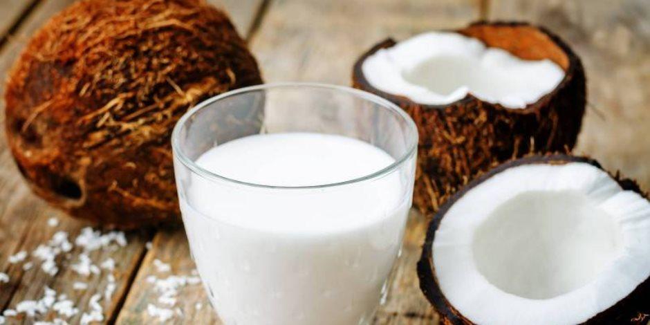 يمنع علامات تقدم العمر ويحسن الهضم.. 8 فوائد لعصير جوز الهند مع العسل كل صباح
