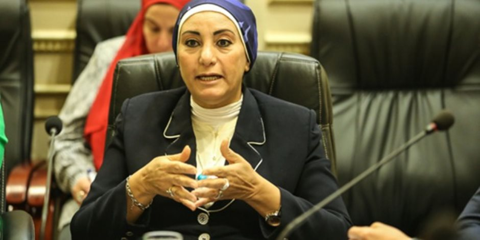 تعديل مواعيد صرف رواتب العاملين بالحكومة.. النائبة جليلة عثمان: قرار يراعي الإنسانية