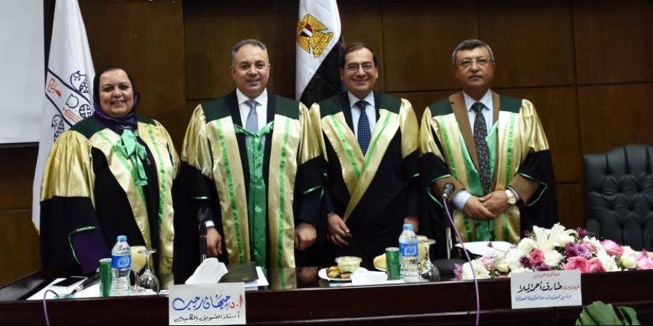 وزير البترول يشارك في لجنة تحكيم رسالة دكتوراه (صور)