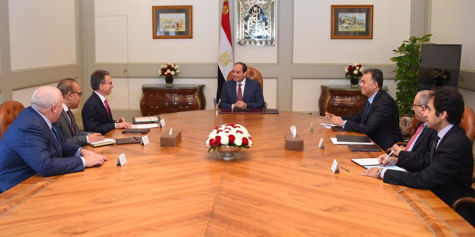 """تفاصيل لقاء السيسي مع رئيس """"كاتربيلر"""" العالمية: مصر منفتحة على العالم"""
