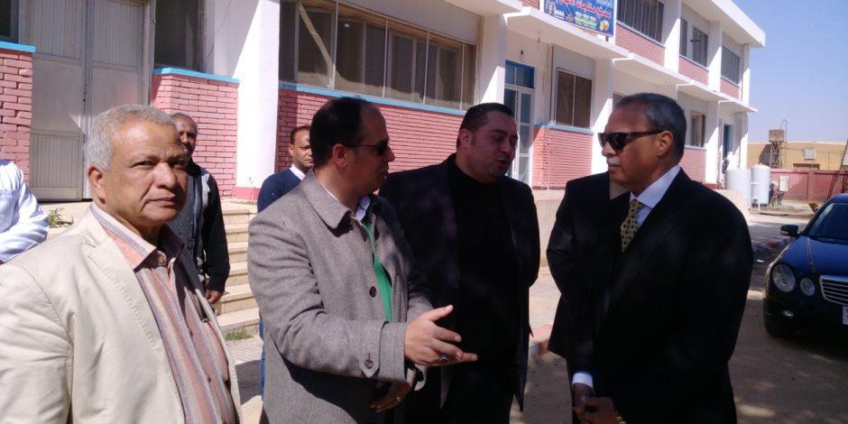 محافظ قنا يستقبل وفد من العاملين بمديرية الصحة بمصنع الألبان