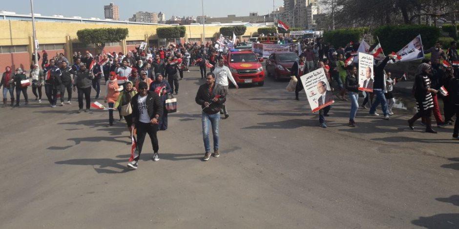 """أعضاء حملة """"نساء مصر يدعمن السيسي"""" يحتشدن في استاد القاهرة"""
