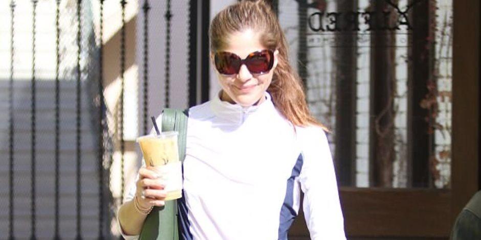 شاهد.. أناقة سلمى بلير برفقة جرو في لوس أنجلوس (فيديو وصور)