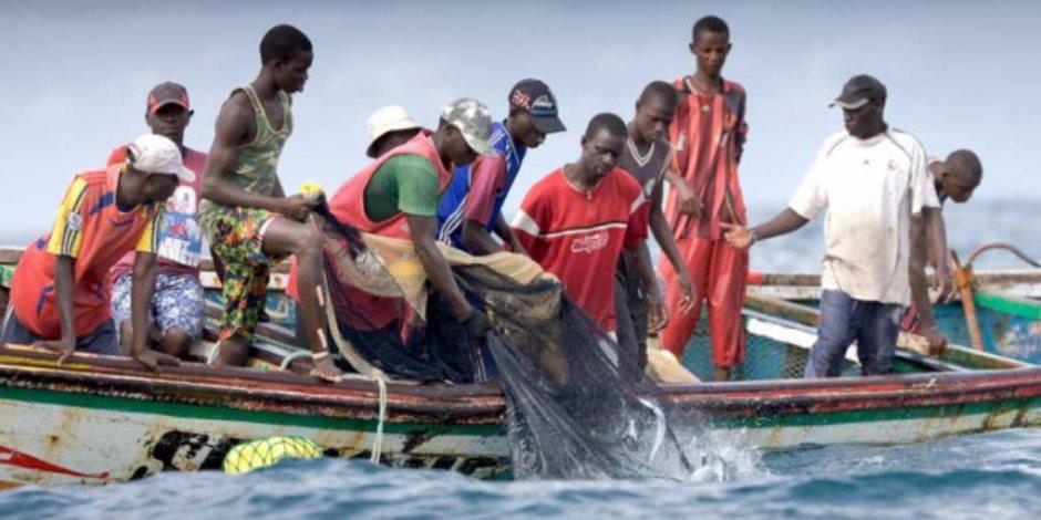 غينيا تعتقل 107 صياد سنغالي لتجاوزهم الحدود البحرية