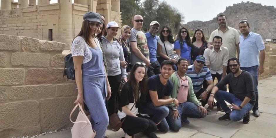 """الفنان الأمريكى داني جلوفر يزور """"فيلة"""" على هامش مشاركته بمهرجان أسوان الدولى (صور)"""