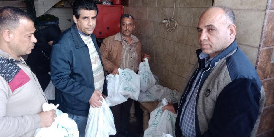 للمتضررين من انهيار عقار منشأة ناصر: اتفضلوا الأكل (صور)