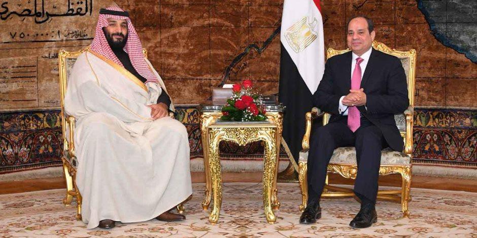 """""""حسم الملفات المحورية"""".. إشادة عربية وخليجية واسعة بزيارة ولي العهد السعودي مصر"""