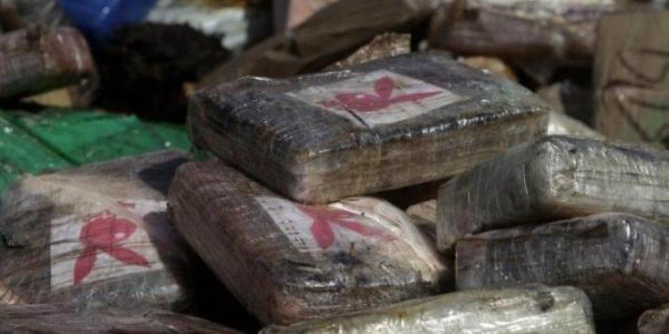 ضبط سائق وعاطل بحوزتهما 20 قطعة حشيش و 400 قرص مخدر بمطروح