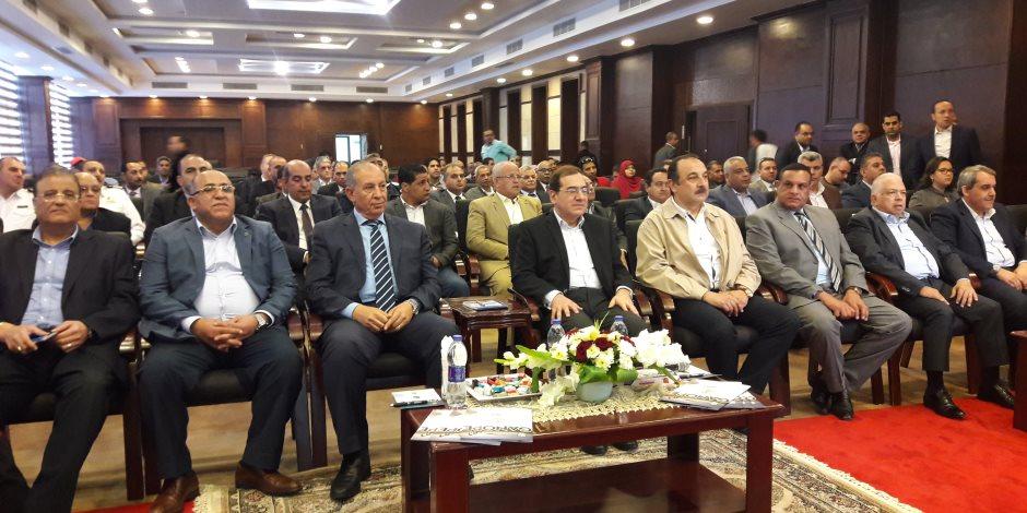 """وزير البترول يتابع عمليات البحث والنقيب عن """"الذهب الأسود"""" في البحر الأحمر (صور)"""