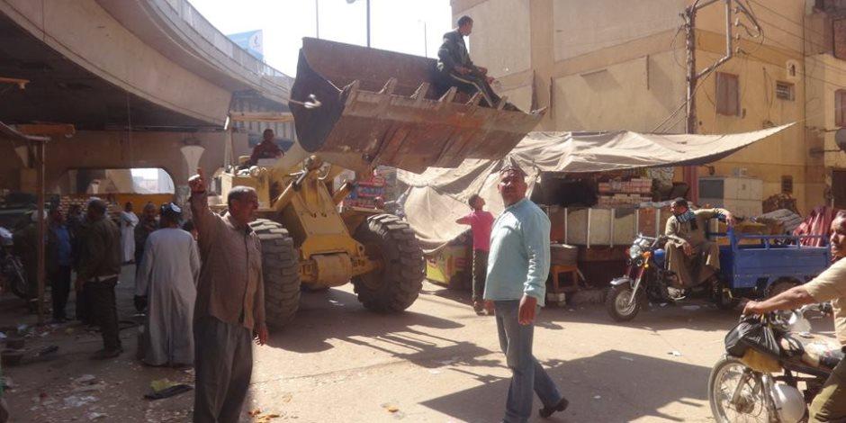 رئيس مدينة الأقصر يتابع أعمال رفع كفاءة وتطوير منطقة كوبرى أبو الجود (صور)