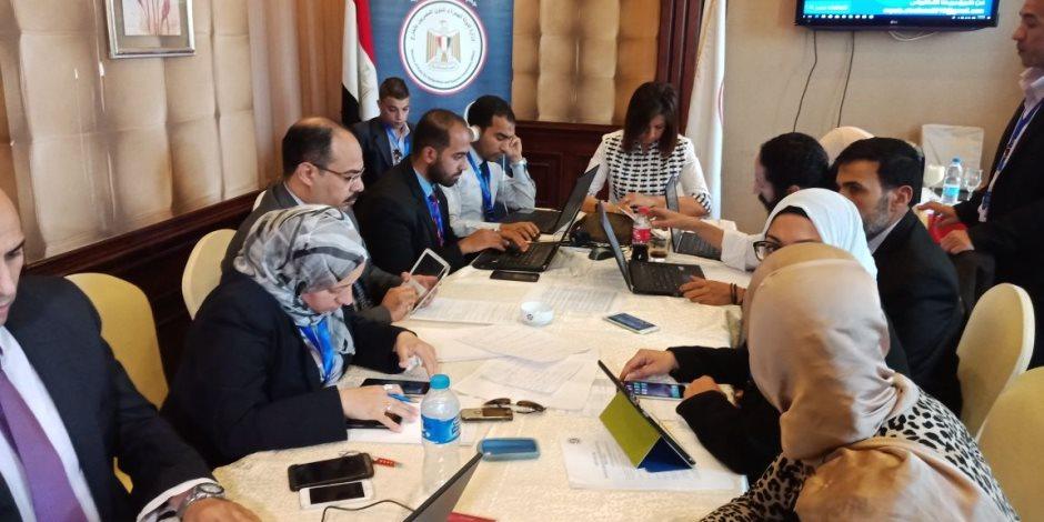 نبيلة مكرم تجتمع بفريق غرفة عمليات وزارة الهجرة للانتخابات الرئاسية