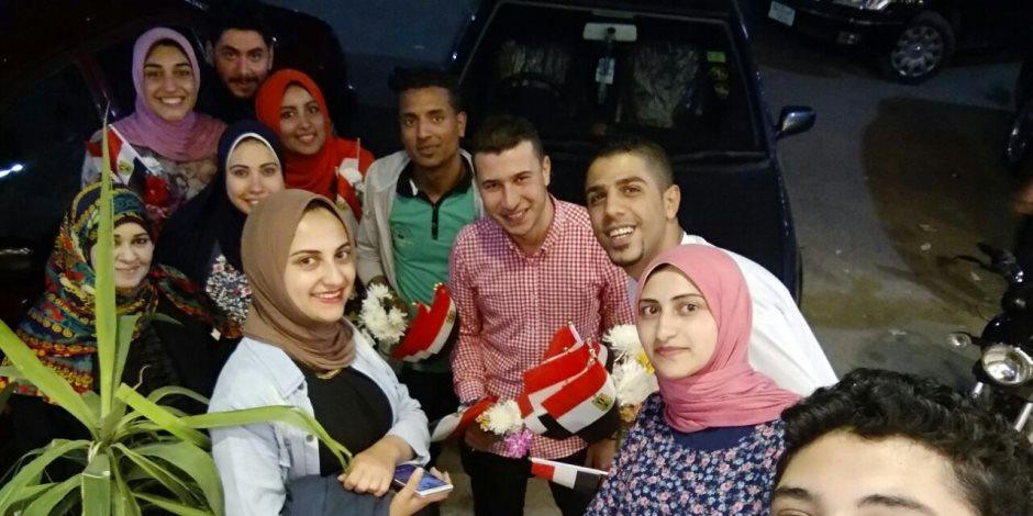 """الأعلام والورود أبرز هديا عيد الأم من حملة """"كلنا معاك من أجل مصر"""" بالبحيرة         ( صور )"""