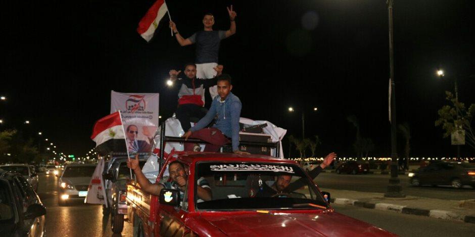 """""""كلنا معاك من أجل مصر"""" تنظم مسيرات بكورنيش السويس لدعم السيسي (صور)"""