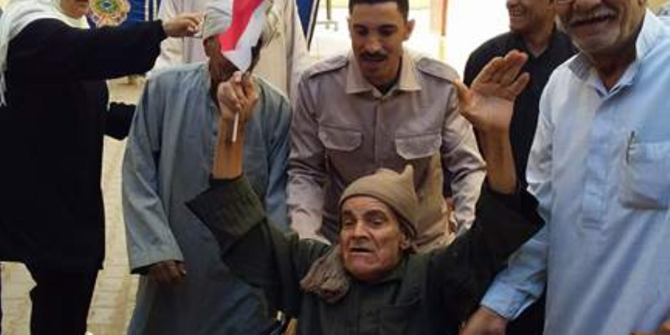 فرقة مزمار بلدي تجوب اللجان الانتخابية بمدينة نصر لحث المواطنين على المشاركة في الانتخابات