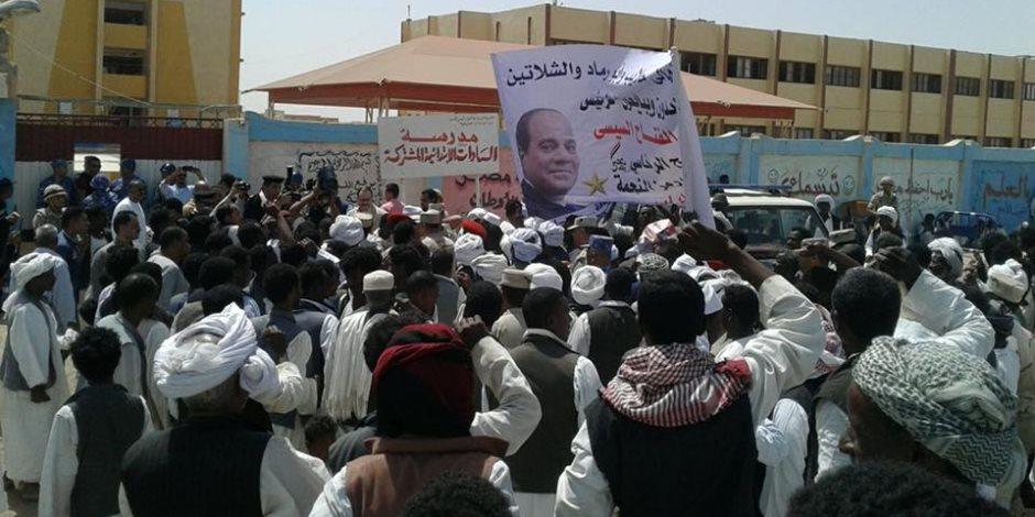 أهالي حلايب وشلاتين يحتشدون أمام اللجان الانتخابية (صور)