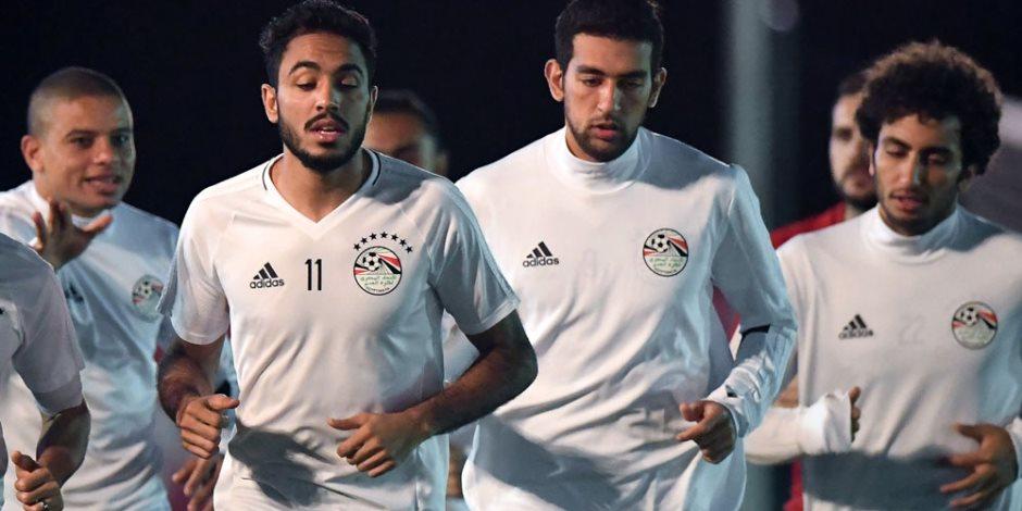 مصر بلا مفاجئات أمام أوروجواي.. التشكيل المعتاد لـ«كوبر» يبدأ المباراة