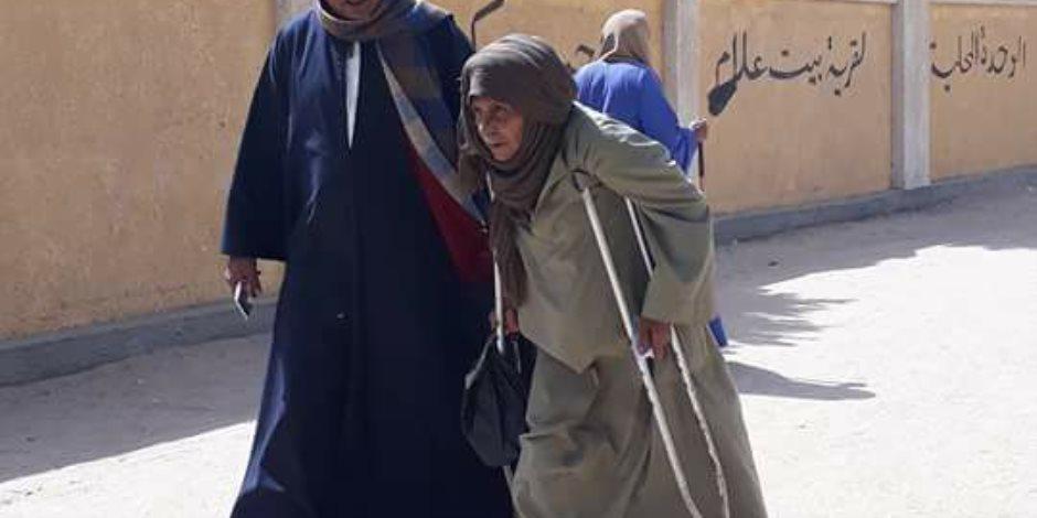 مسن أثناء إدلائه بصوته في المنوفية :انتخبت السيسى بالعند في تركيا وقطر