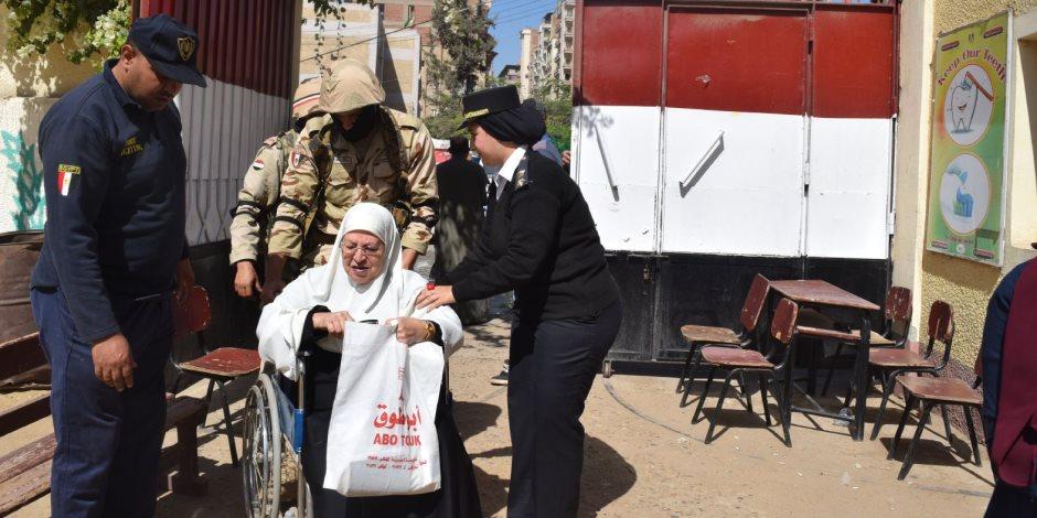 الشرطة النسائية تشارك في تأمين انتخبات الرئاسة ومساعدة المسنين بالدقهلية
